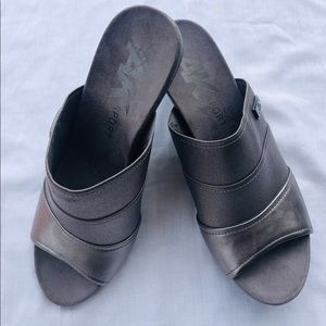 AK Anne Klein Sport Chanay Slip On Sandals Gray